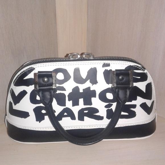 3e4d1770ce6 Louis Vuitton Handbags - Authentic Louis Vuitton Graffiti Alma PM